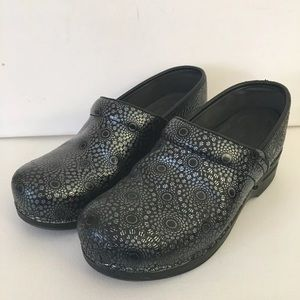 Dansko Womans Clogs Black Swirls